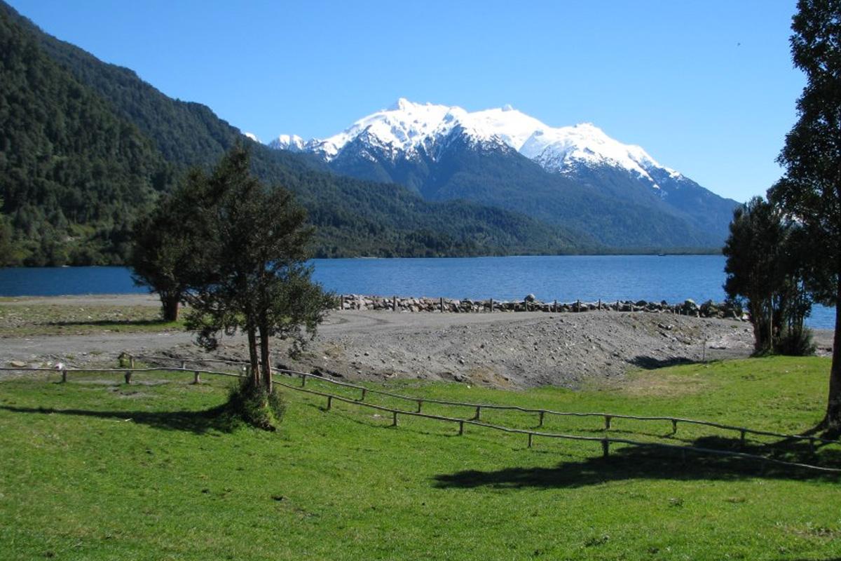 Camping Yelcho En La Patagonia